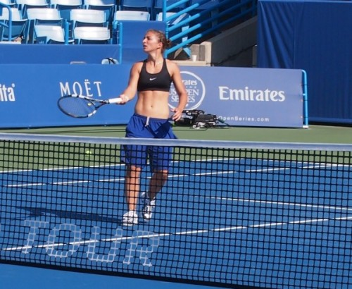 Sara Errani sports bra bare midriff shirtless practice Grandstand Cincinnati Open pictures images