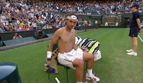 Rafa shirt change Wimbledon 2012 stare back at camera pictures photos white shorts