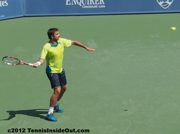 Stanislas Stan Wawrinka yellow shirt forehand Federer match Cincinnati Open 2012 pictures images