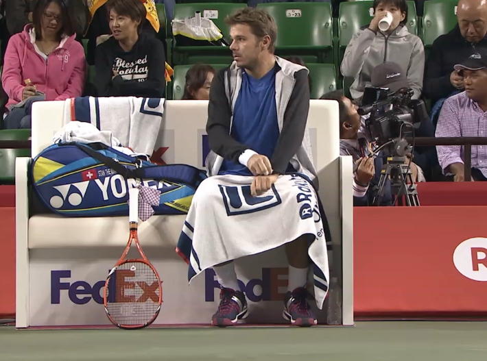 Rakuten Japan Open Stan Wawrinka taking off hoodie towel blue kit pics photos